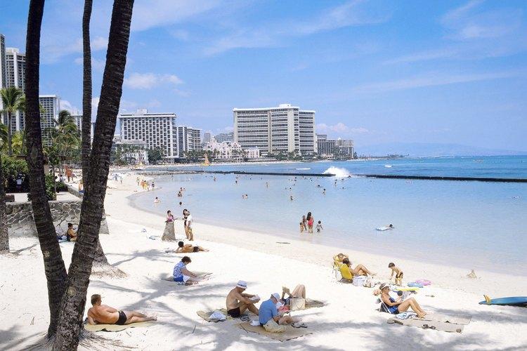 Recibe el Año Nuevo en la playa de Waikiki.
