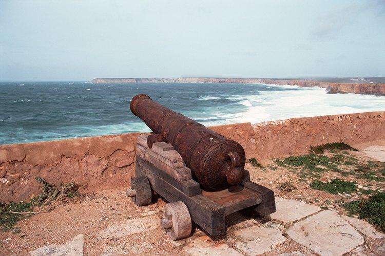 Los cañones son una de las primeras armas que componen la artillería moderna.