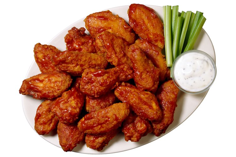 Las alas de pollo asadas son fáciles de preparar utilizando tu propia receta.