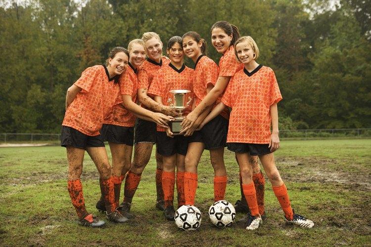 La participación en deportes u otras actividades organizadas puede ayudar a los adolescentes a evitar la presión negativa de los compañeros.