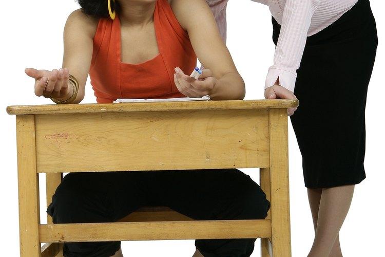 Debido a que los adolescentes de secundaria tienen una necesidad de desarrollo para establecer su identidad y de límites de prueba, es generalmente normal que los adolescentes muestran algunos comportamientos inadecuados