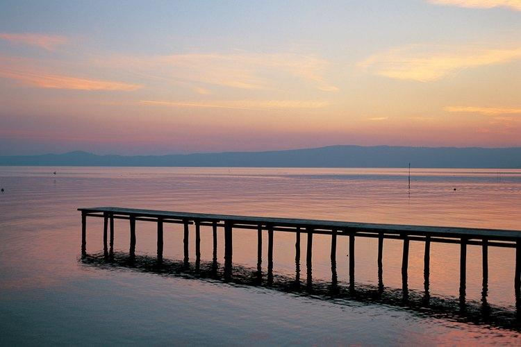 El lago volcánico más grande de Europa está en la esquina noroeste del Lacio.