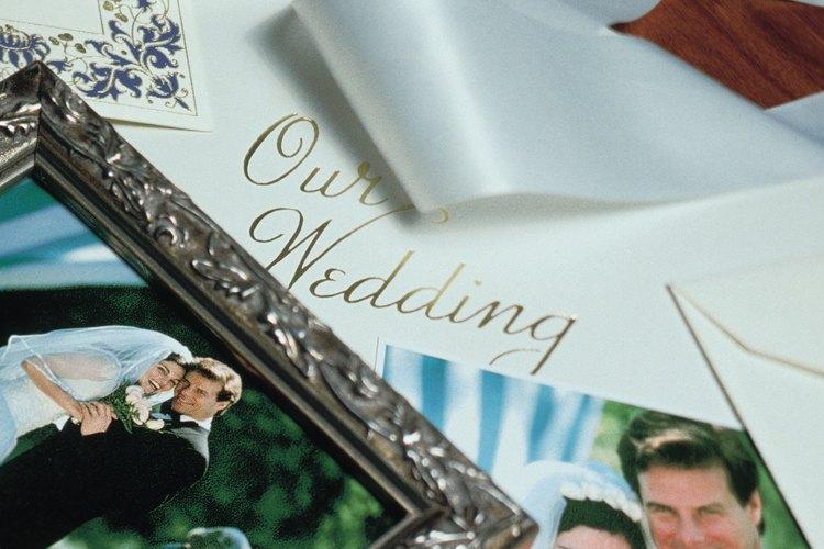 Los moños le pueden dar un toque especial a tus invitaciones de casamiento.