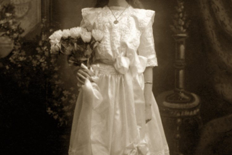 En la Era Victoriana, las niñas vestían faldas cortas.