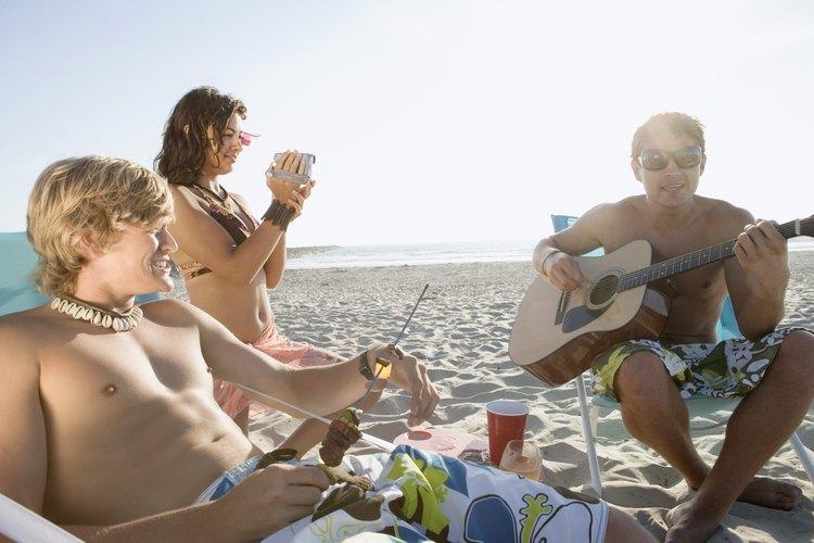 El menú adecuado puede ser un gran éxito en una fiesta con tema de playa.