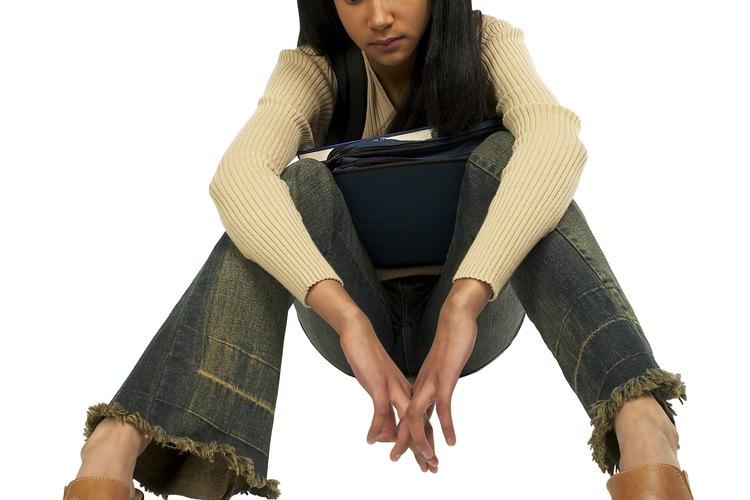 Los pantalones de mezclilla desgastados a mano son una declaración de estilo ¡en voz alta!