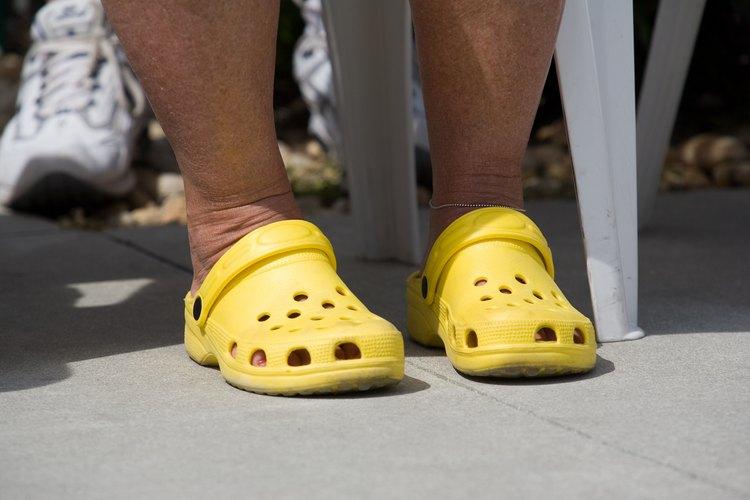 Los zuecos Crocs se caracterizan por sus colores brillantes.