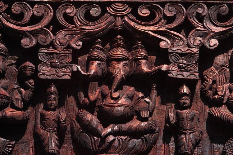 Ganesha es un dios con cabeza de elefante que se encuentra a la entrada de muchos templos hindúes.