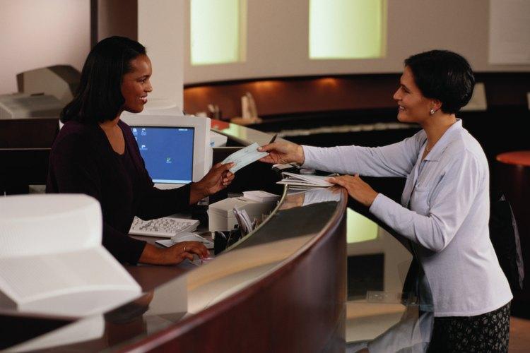 Para anular un cheque certificado, debes llevarlo de vuelta a tu banco.