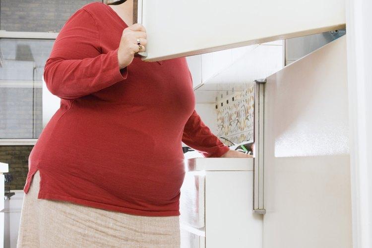 Remueve olores de un refrigerador descongelado con elementos que encuentras en tu casa.
