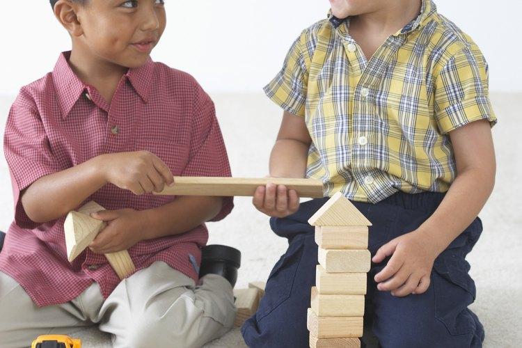 Enséñale a tu niño pequeño a mostrar preocupación a través de compartir.