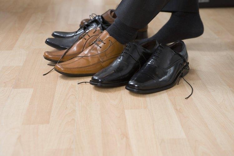 El mal olor de pies puede hacer que sea embarazoso quitarte los zapatos cuando estás rodeado de otras personas.