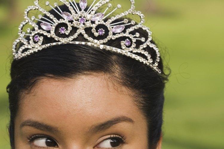 Una tiara es un regalo tradicional.