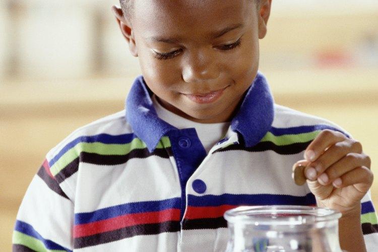 Enseña altruismo a tu hijo a través de la caridad.
