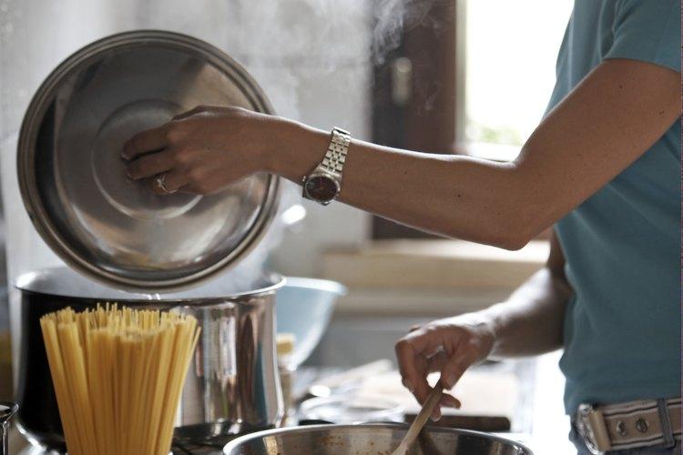 Fríe tu pasta para lograr un sabor y textura distintos.