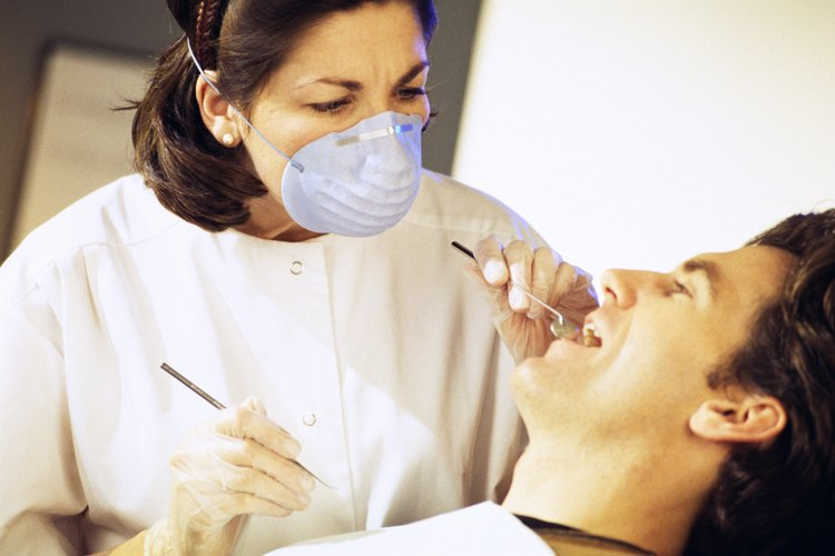 Un dentista puede ser vulnerable a una demanda de mala práctica por actos de negligencia.