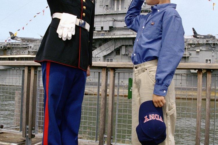 Este uniforme es obligatorio para todos los agentes activos, pero es opcional para todos los demás soldados.