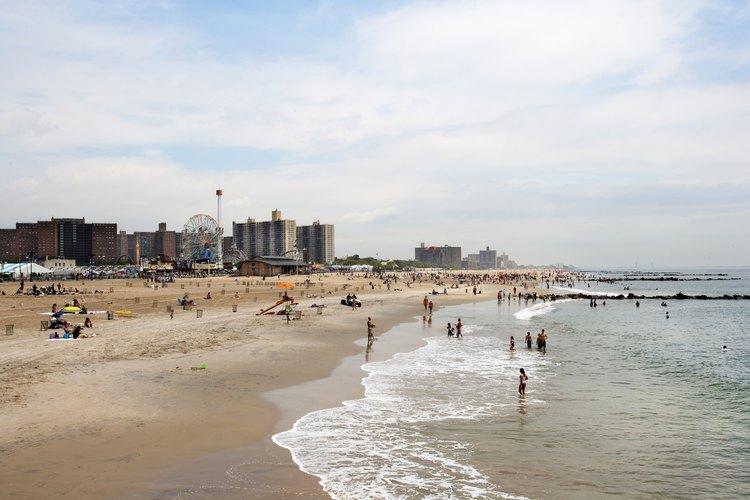 Escápate de la ciudad en las playas de Coney Island.