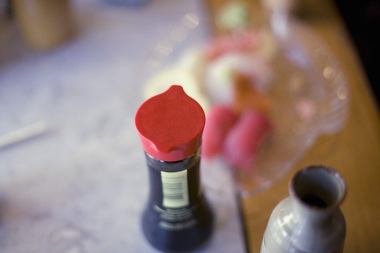 La sal en la salsa de soja puede ayudar a contrarrestar el sabor amargo del vinagre.