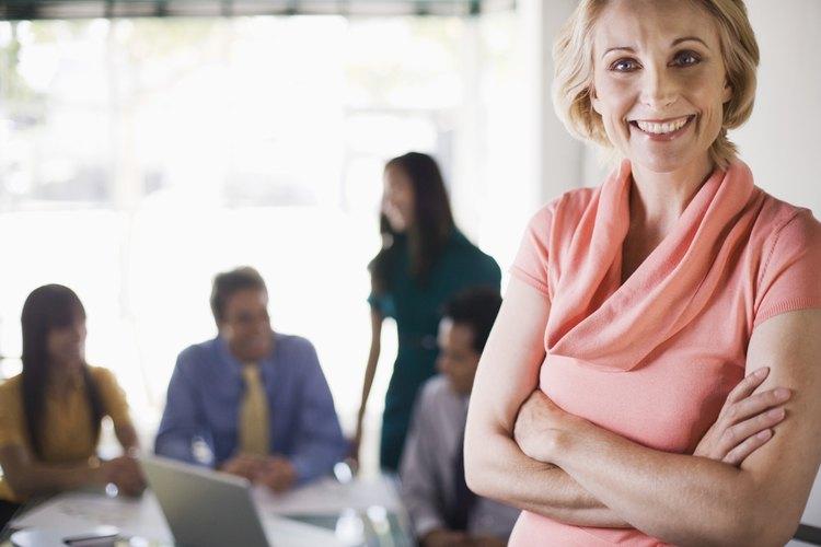 Mujer en un atuendo casual para el trabajo