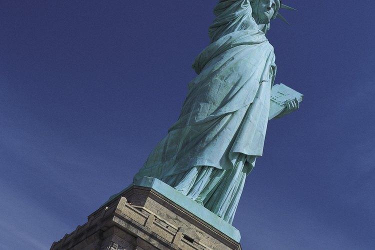 Para obtener la ciudadanía, debes haber vivido en los Estados Unidos por lo menos cinco años.