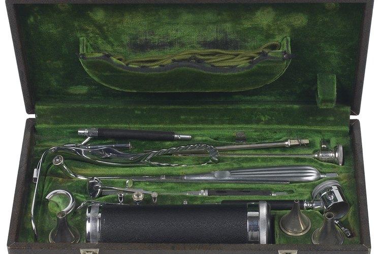 Colección de antiguos instrumentos históricos.