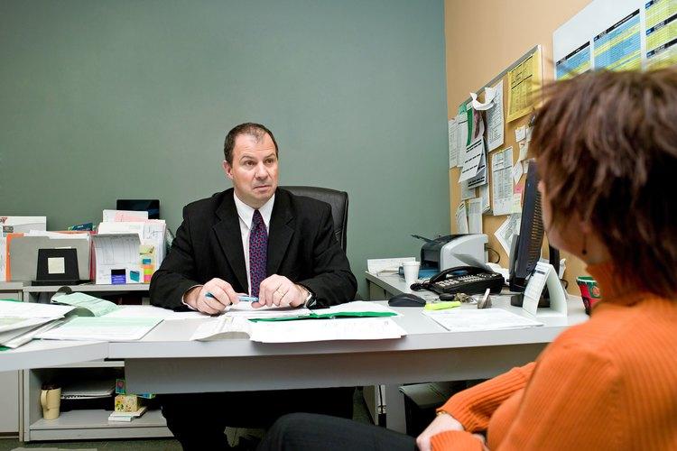 La redacción de documentos legales puede requerir la ayuda de un abogado.