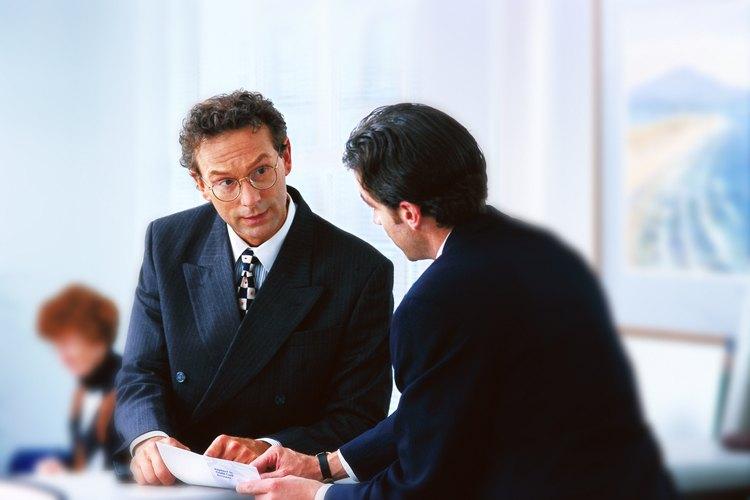 Algunas compañías reembolsan al empleado por medio de nómina y otras de cuentas por pagar pero el proceso es el mismo.