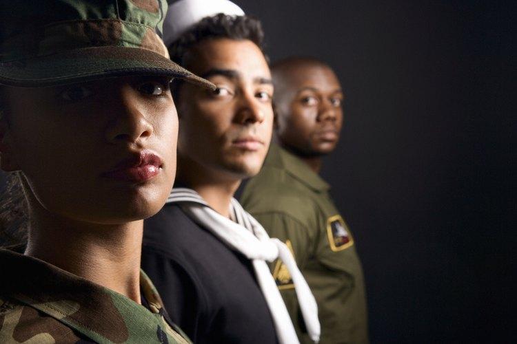 Los salarios dentro de las fuerzas armadas dependen del rango.