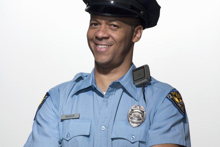 Pon una sonrisa en la cara de un oficial con un divertido regalo con un tema de policía.