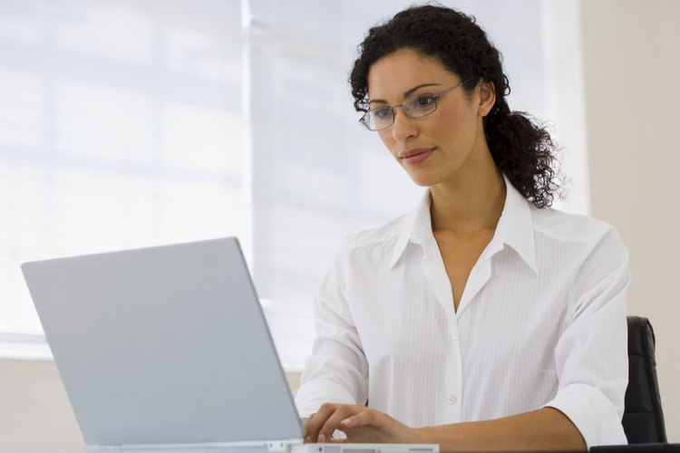 Visita la oficina del secretario, si el empleado no tiene la información del expediente en línea.