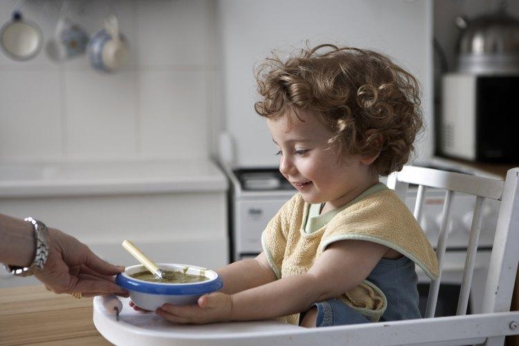 Para niños y niñas pequeñas, algunas veces un corte corto es más fácil de mantener con el cabello chino.