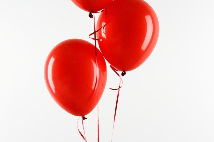 No pueden faltar los globos rojos con lunares negros para simular catarinas.