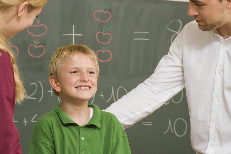 Los juegos familiarizan a los padres con el maestro y la clase.