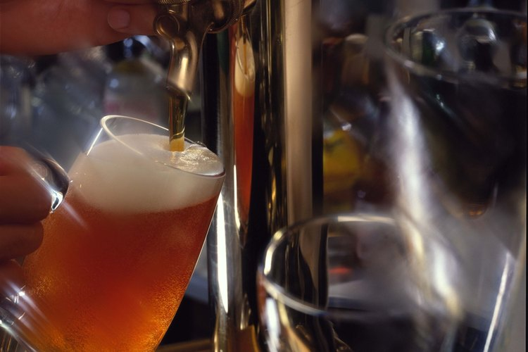 La destilación es importante para las industrias de alimentos y de las bebidas.