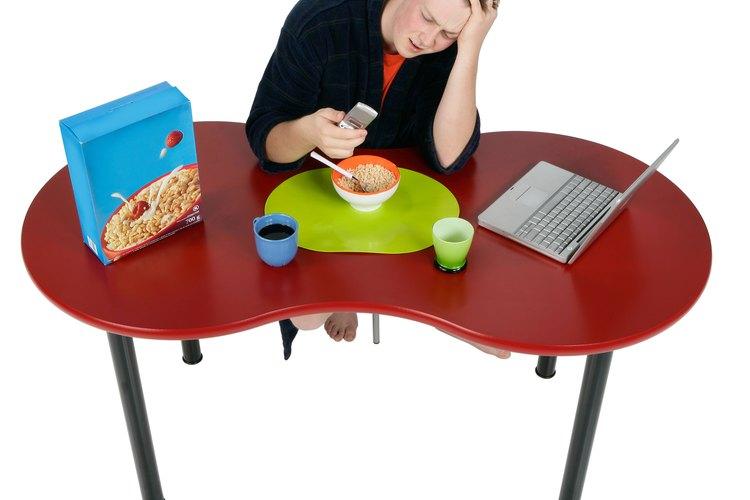 Causar un conflicto o hablar de temas aburridos pueden distanciar a los chicos.
