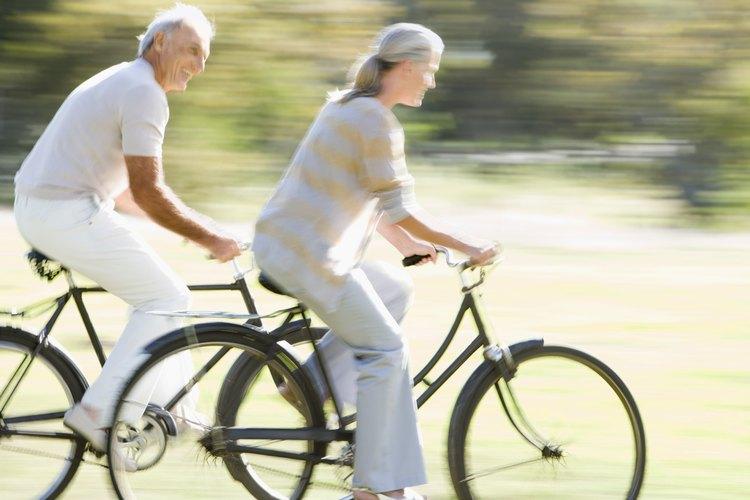 Pasea en bicicleta por los senderos de Amherst.