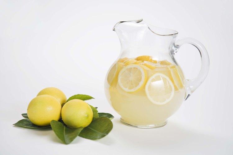 Usa limones frescos para obtener la limonada de mejor sabor.
