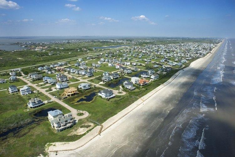 Freeport yace justo al suroeste de Galveston a lo largo de la costa del Golfo.