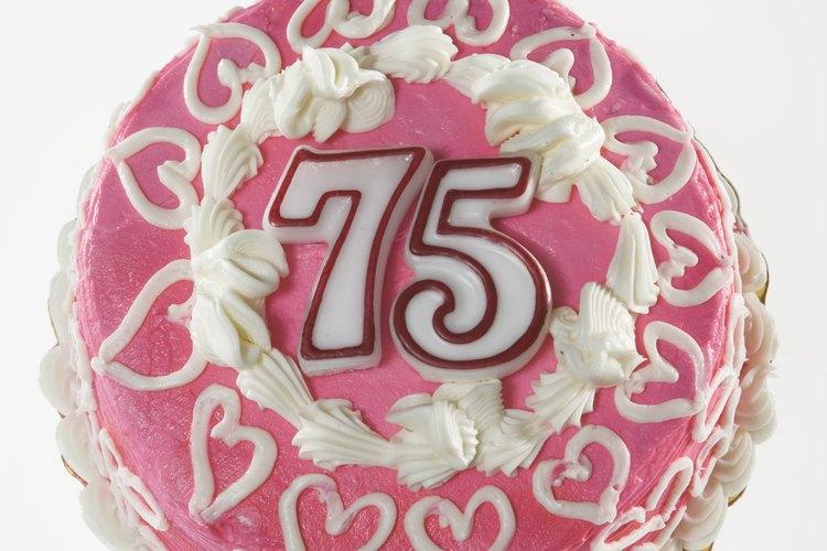 Elabora decoraciones especiales para celebrar un cumpleaños 75.