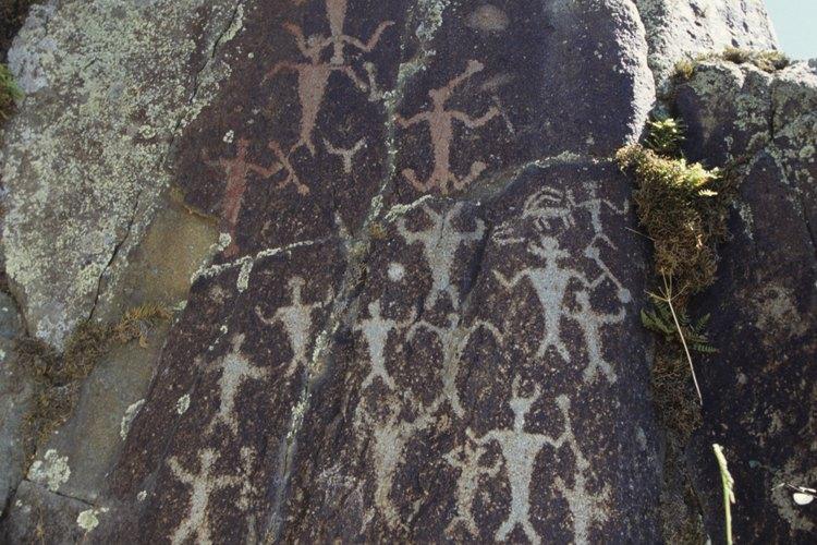 Un petroglifo sobre una roca.