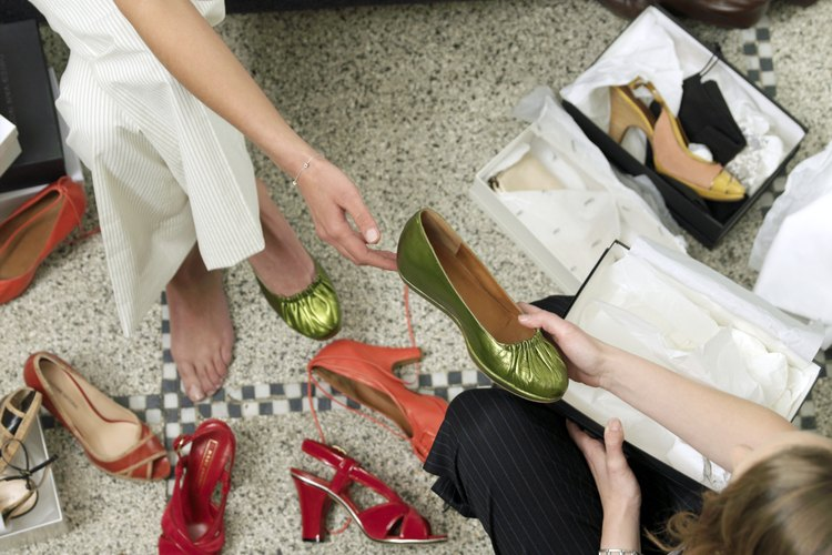 Los pies de mujeres más pequeños pueden estar entre los números para mujer y los infantiles.