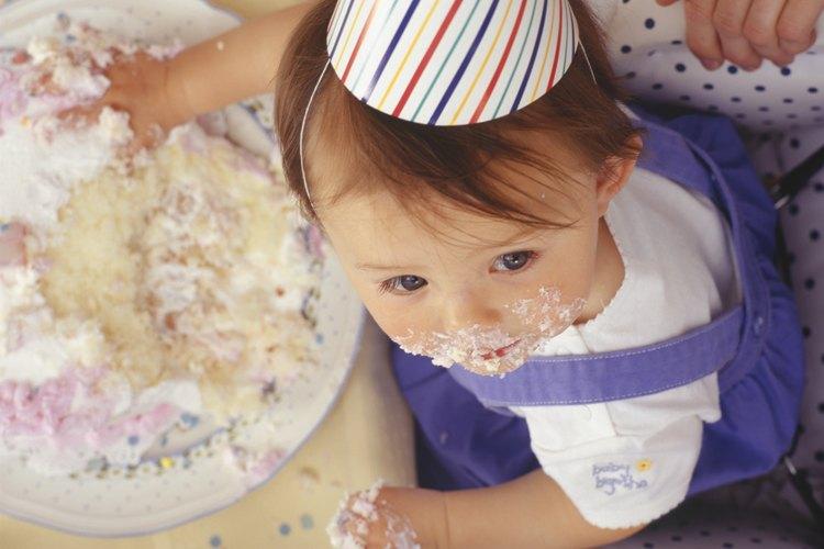 La primera vez que le des de comer los cereales a tu bebé, probablemente no comerá mucho.