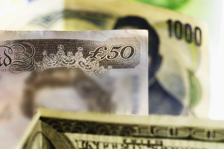 Dólares y libras.