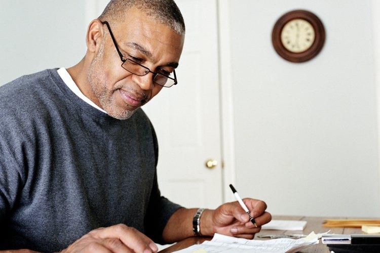 Calcula tu DSCR dividiendo tus ingresos netos por renta entre el servicio de la deuda para un año.