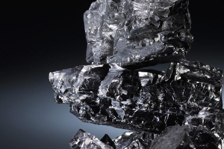 Las formas de carbón animal permanecen comprimidas en roca durante miles de años.