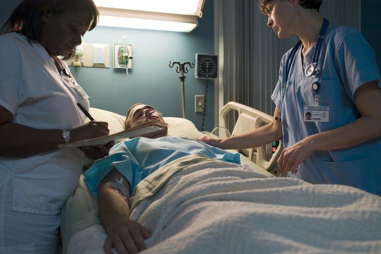 """La """"Comisión de Certificación de Enfermería en Nefrología"""" ofrece tres niveles de certificación para las enfermeras de nefrología."""
