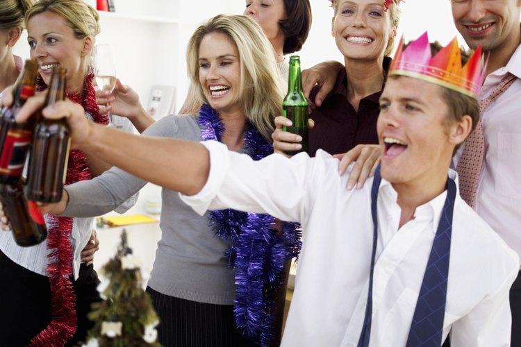 Haz que tu fiesta de Navidad se festeje con juegos divertidos.