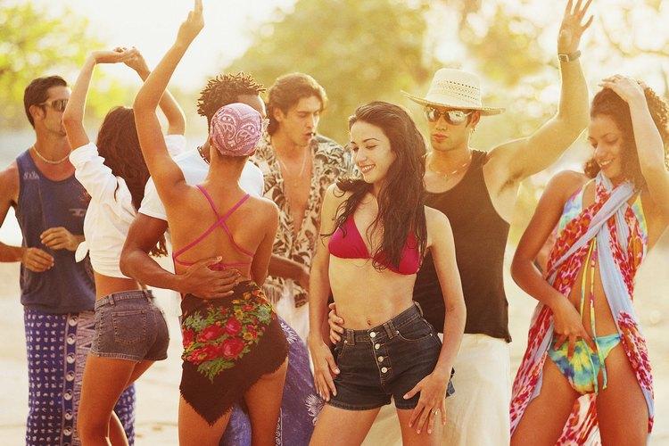 Organizar una fiesta para un adolescente puede ser bastante estresante como para preocuparte por el costo de las invitaciones.