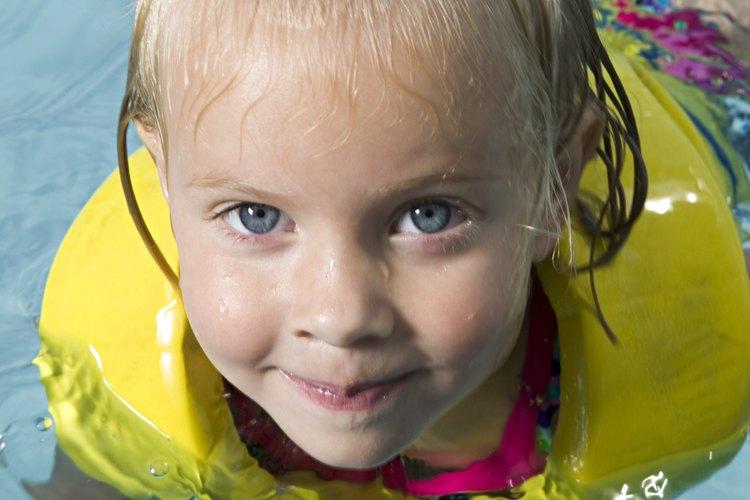 A los niños generalmente les gusta nadar todo el año.